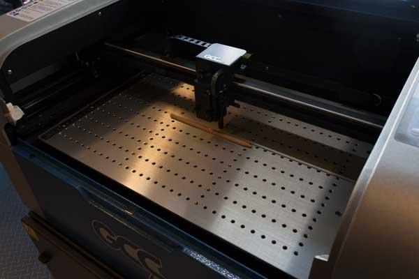 Houten potlood bewerken met Lasergraveermachine