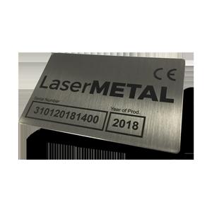 Metalen plaatje markeren met een lasermachine